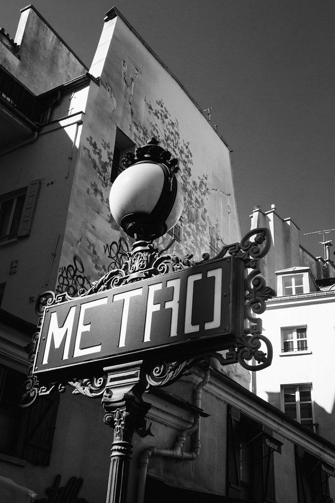 Paris - station saint-michel
